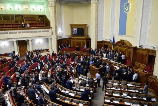 Спаивать, «сами знаете, кого» чтобы как можно скорее забыть: украинские депутаты борются с РФ