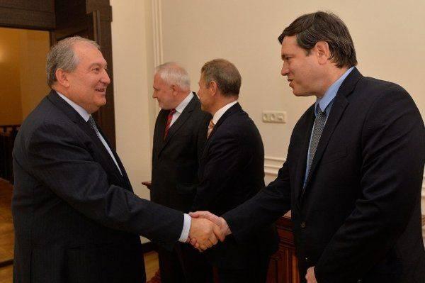 Армения только за мирное урегулирования конфликта в Карабахе