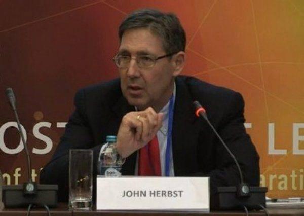 Джон Хербст: Порошенко останется на второй срок