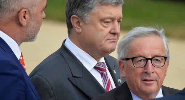 Главное меру соблюсти: пьяный Юнкер чуть не упал на Порошенко на саммите НАТО