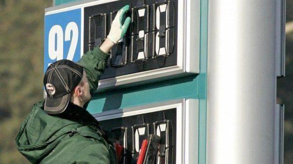 Бензин подешевел: Радоваться или подождать?