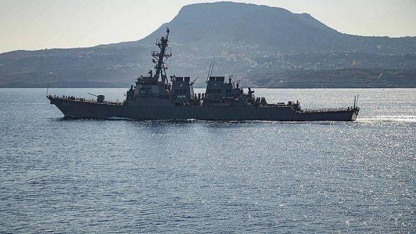 Ракетный эсминец США Carney вошел в Черное море