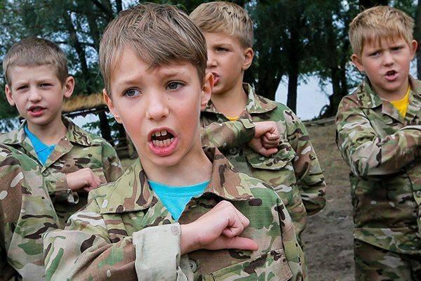 «Сепары – не люди, их нужно убивать» – дрессировка детей в украинских лагерях
