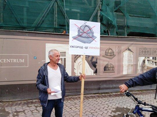Троллинг Украины продолжается: Венгрия дерзко и самовольно установила в Ужгороде памятник венгерской короне