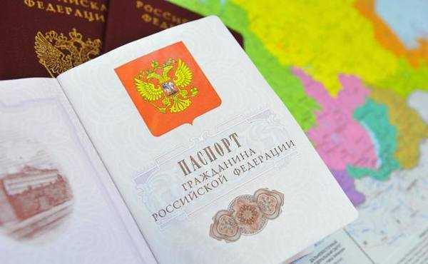 Что стоит за слухами о выдаче жителям Донбасса российских паспортов?