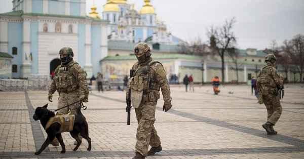 Боевая готовность: спецназ выпустили на улицы Украины