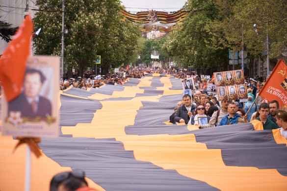 Как отмечет День Победы Севастополь: огромную георгиевскую ленту развернули в городе-герое