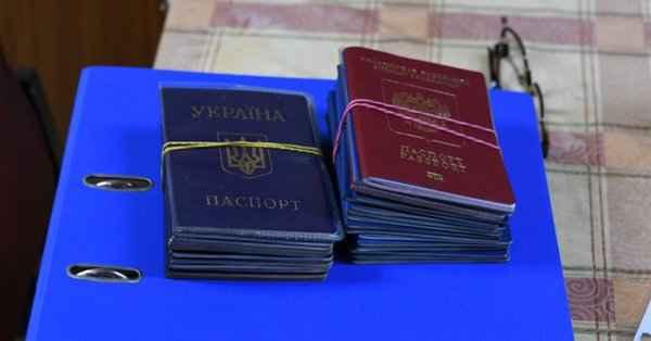 В пятницу, 14 июня, паспорт гражданина РФ получат первые 30 человек.