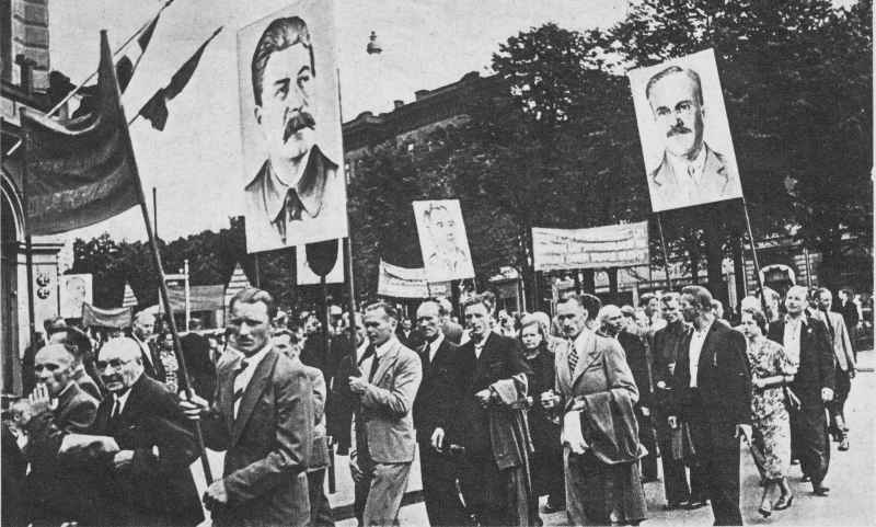 https://x-true.info/uploads/posts/2019-06/1560583663_communist-supporter-demonstration-1940.jpg