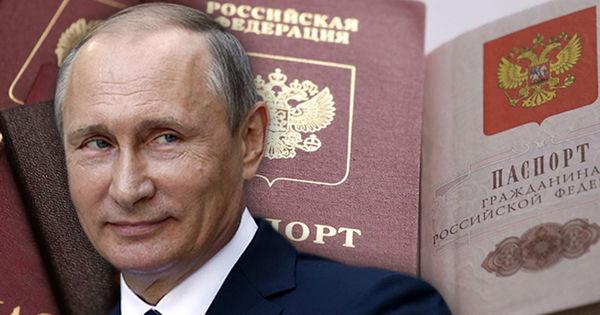 Зачем Путин раздаёт русские паспорта на Украине?