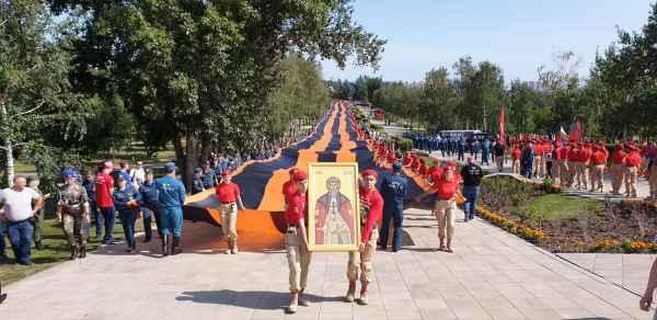 Юнармейцы приехали в Иркутск и развернули там знамя Победы