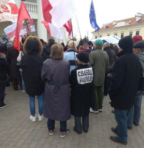 В Минске устроили свой антироссийский майдан: «прогоняли москалей» и рвали портрет Путина