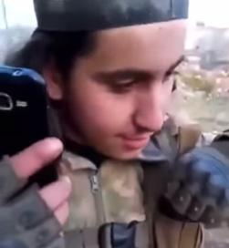 Страшные кадры из Идлиба: Турецкий наёмник позвонил матери обезглавленного им солдата — она в шоке