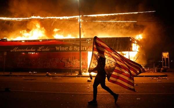 Полнейший хаос: Америке грозит страшный «венесуэльский сценарий»