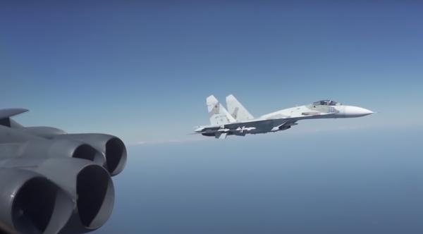 Русские «Сушки» быстро пресекли провокацию бомбардировщиков США у берегов Крыма