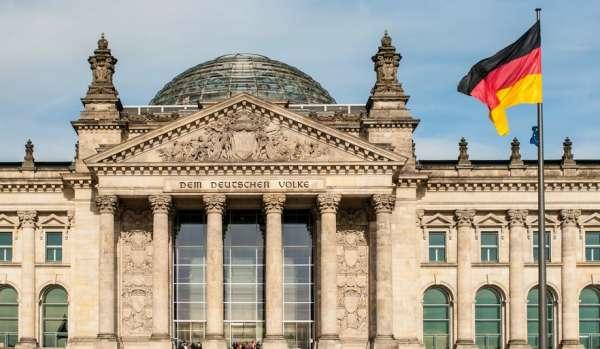 Предателей Родины просят выехать в Берлин: всё включено