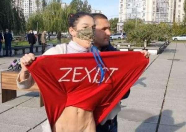 Выборы на Украины: активистка Femen задрала юбку перед Зеленским