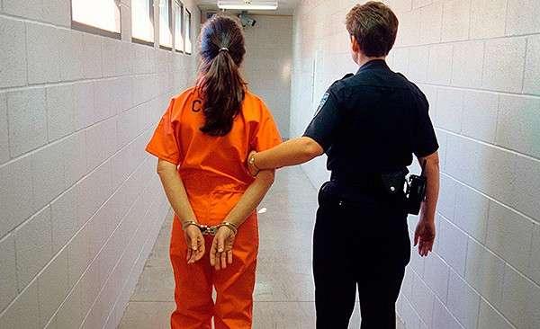 Толерантность на Западе не знает границ: заключенные женской тюрьмы страдают из-за мужчин, ощущающих себя женщинами